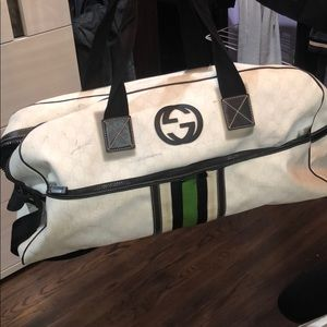 Gucci Authentic duffle Carryon bag